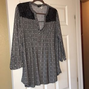 NWOT Black and White top XL